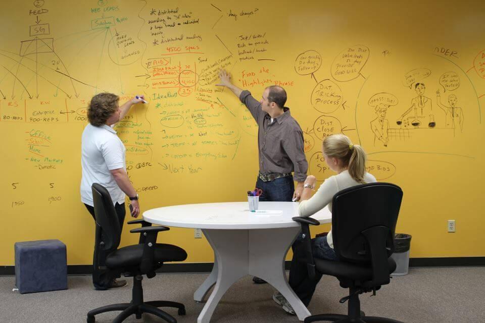 Wall in ou comment redonner une nouvelle dimension ses - Peinture pour ecrire sur les murs ...