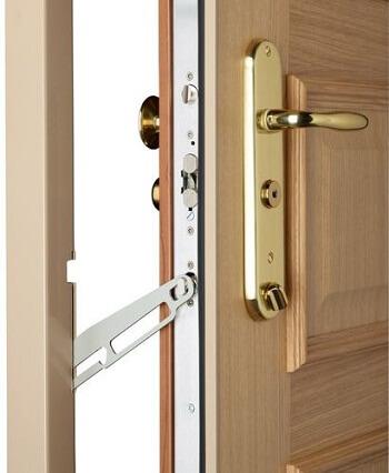 Alarme et installation de porte blindée automatique