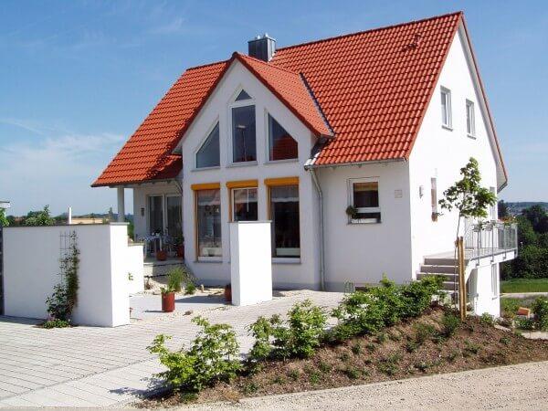 Toit en pente les avantages offerts par ce toiture pour - Maison avec toit une pente ...