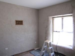 enduire un mur de plâtre