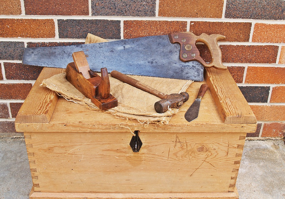 carpenters-toolbox-1466467_960_720